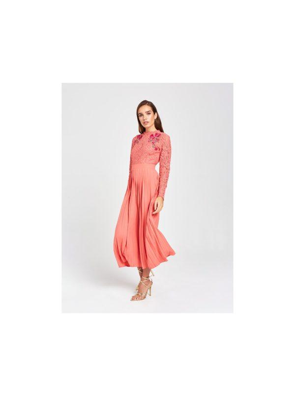 Korálové plisované maxišaty s krajkou a výšivkou  Little Mistress - šaty na stužkovú - saty na stuzkovu - spoločenské šaty na stužkovú - šaty na stužkovú s dlhým rukávom - plesové šaty na stužkovú - princeznovské šaty na stužkovú - tylové šaty na stužkovú - dlhé šaty na stužkovú