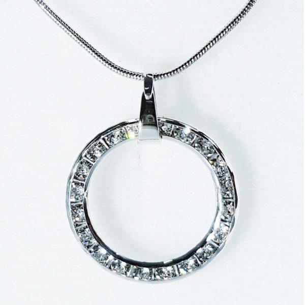 najlacnejšia bižutéria - náhrdelník - lacná bižutéria - bižutéria náušnice - bižutéria náhrdelníky - lacna bizuteria - swarovski sety - swarovsi náhrdelník - najlacnejšia bižutéria - swarovski set - doplnky na stužkovú - šperky sety - šperky z chirurgickej ocele - bižutéria sety - bižutéria náhrdelníky - darček na stužkovú - šperky na stužkovú - set náhrdelník náušnice - Náhrdelník Kruh SWAROVSKI-Strieborná KP3927