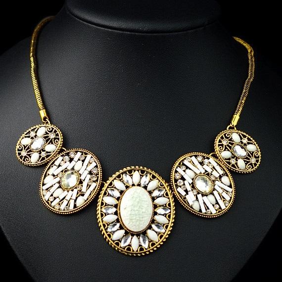 najlacnejšia bižutéria - náhrdelník - lacná bižutéria - bižutéria náušnice - bižutéria náhrdelníky - lacna bizuteria - swarovski sety - swarovsi náhrdelník - najlacnejšia bižutéria - swarovski set - doplnky na stužkovú - šperky sety - šperky z chirurgickej ocele - bižutéria sety - bižutéria náhrdelníky - darček na stužkovú - šperky na stužkovú - set náhrdelník náušnice - Náhrdelník Tarkir - Biela KP642