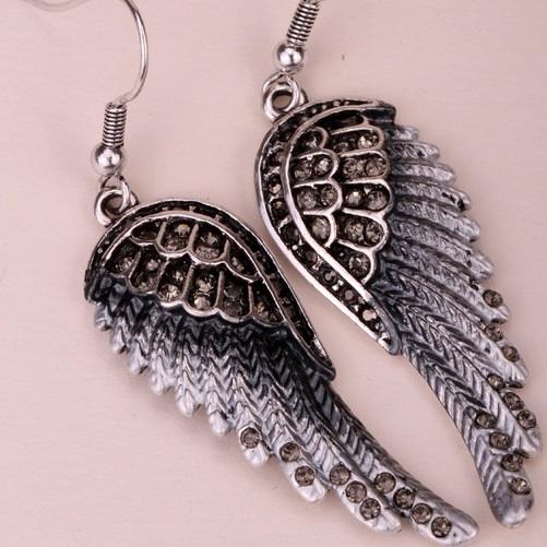 lacna bizuteria - najlacnejšia bižutéria - doplnky na stužkovú - šperky sety - šperky z chirurgickej ocele - darček na stužkovú - šperky na stužkovú - Náušnice Angel Cross-Čierna KP2275