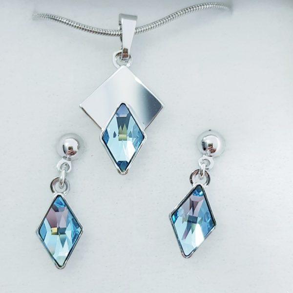 najlacnejšia bižutéria - náhrdelník - lacná bižutéria - bižutéria náušnice - bižutéria náhrdelníky - lacna bizuteria - swarovski sety - swarovsi náhrdelník - najlacnejšia bižutéria - swarovski set - doplnky na stužkovú - šperky sety - šperky z chirurgickej ocele - bižutéria sety - bižutéria náhrdelníky - darček na stužkovú - šperky na stužkovú - set náhrdelník náušnice - Set Elvira SWAROVSKI-Str./Modrá KP3945
