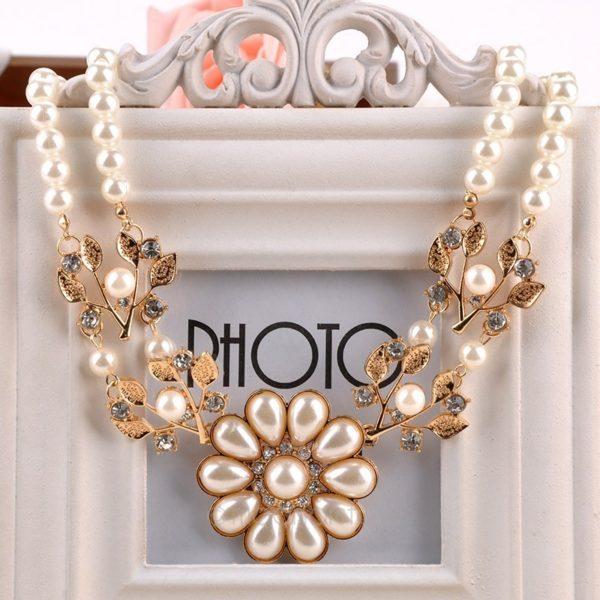 najlacnejšia bižutéria - náhrdelník - lacná bižutéria - bižutéria náušnice - bižutéria náhrdelníky - lacna bizuteria - swarovski sety - swarovsi náhrdelník - najlacnejšia bižutéria - swarovski set - doplnky na stužkovú - šperky sety - šperky z chirurgickej ocele - bižutéria sety - bižutéria náhrdelníky - darček na stužkovú - šperky na stužkovú - set náhrdelník náušnice - Náhrdelník Flower Pearl-Biela/Zlatá KP694