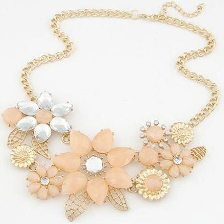 najlacnejšia bižutéria - náhrdelník - lacná bižutéria - bižutéria náušnice - bižutéria náhrdelníky - lacna bizuteria - swarovski sety - swarovsi náhrdelník - najlacnejšia bižutéria - swarovski set - doplnky na stužkovú - šperky sety - šperky z chirurgickej ocele - bižutéria sety - bižutéria náhrdelníky - darček na stužkovú - šperky na stužkovú - set náhrdelník náušnice - Náhrdelník Retro Flower 1 KP593