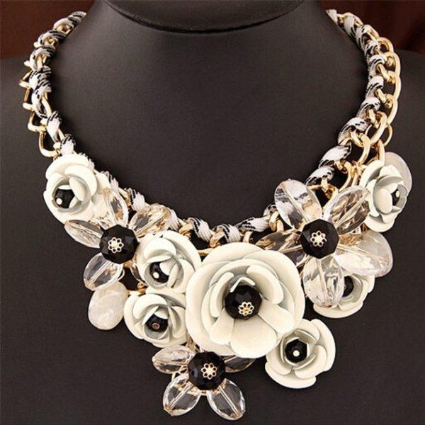 najlacnejšia bižutéria - náhrdelník - lacná bižutéria - bižutéria náušnice - bižutéria náhrdelníky - lacna bizuteria - swarovski sety - swarovsi náhrdelník - najlacnejšia bižutéria - swarovski set - doplnky na stužkovú - šperky sety - šperky z chirurgickej ocele - bižutéria sety - bižutéria náhrdelníky - darček na stužkovú - šperky na stužkovú - set náhrdelník náušnice - Náhrdelník Rose Rosette-Biela KP4224
