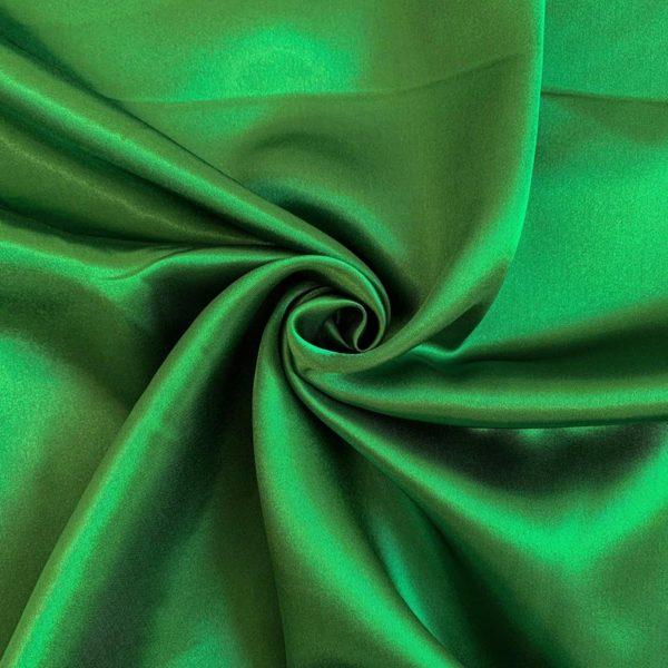 Satén emerald - luxusné látky na šaty -  luxusné látky metráž -  satén -  polyesterový satén -  saten latka predaj -  cerveny saten -  hodvabny saten -  hruby saten -  satenove saty na stuzkovu -  saty na stuzkovu -  latky na saty na stuzkovu -  latky na plesove saty