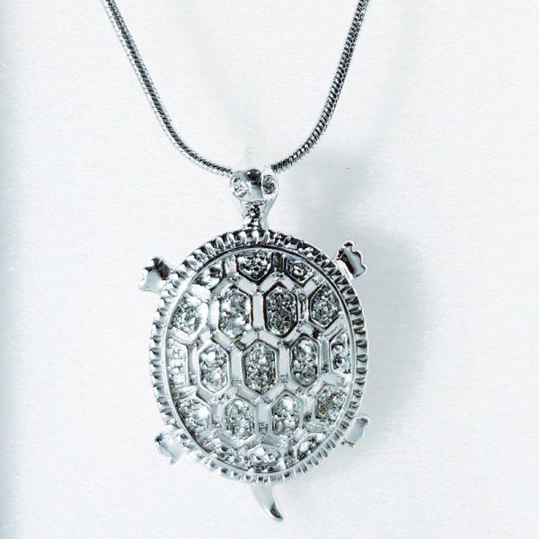 najlacnejšia bižutéria - náhrdelník - lacná bižutéria - bižutéria náušnice - bižutéria náhrdelníky - lacna bizuteria - swarovski sety - swarovsi náhrdelník - najlacnejšia bižutéria - swarovski set - doplnky na stužkovú - šperky sety - šperky z chirurgickej ocele - bižutéria sety - bižutéria náhrdelníky - darček na stužkovú - šperky na stužkovú - set náhrdelník náušnice - Náhrdelník Korytnačka SWAROVSKI-Strieborná KP3925
